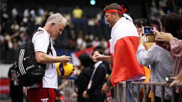 Le coach belge Vital Heynen est interviewé par World of Volley