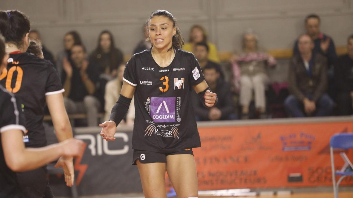 """La pointue brésilienne de Mougins, Heloiza Lacerda Pereira : """"La France est un pays en pleine évolution dans le domaine du Volley-Ball féminin"""""""