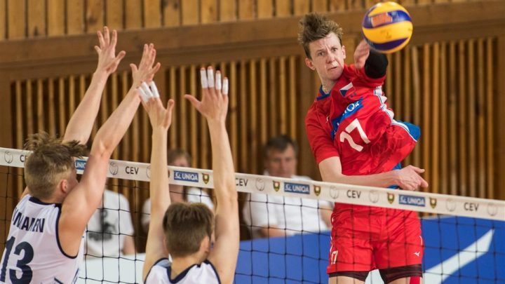 Le pointu tchèque Marek Sotola du SPVB est interviewé par World of Volley