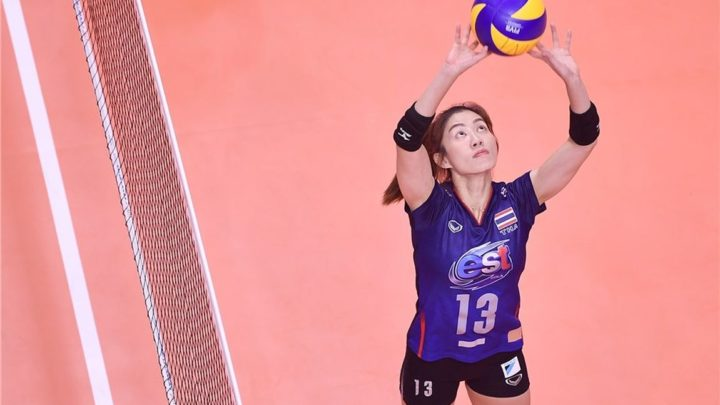 La Passeuse Thaï Nootsara Tomkom, discrète star du volley-ball