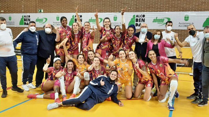 Club Voleibol J.A.V. Olímpico devient pour la première fois Champion d'Espagne avec les 2 françaises Lisa Arbos et Victoria Foucher dans ses rangs